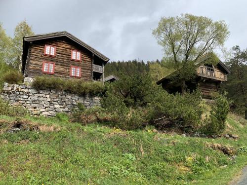 Våningshus og bur